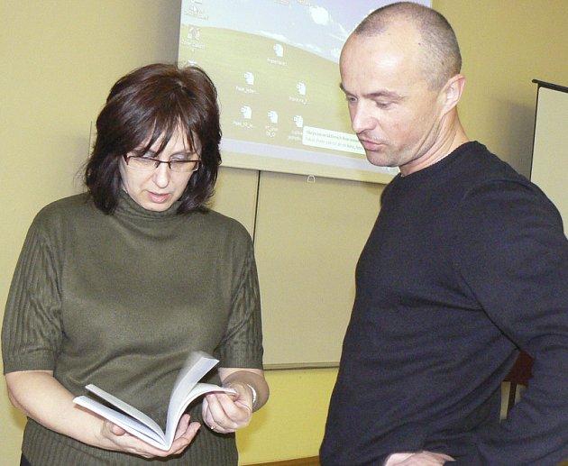 Lektorka kurzu Taťána Vencovská v diskuzi s Jiřím Šmidmajerem, učitelem ze SOŠ a SOU Písek.