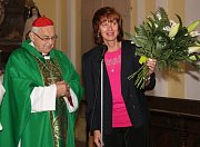 Kardinál Miloslav Vlk v Mirovicích s místostarostkou Marií Hrdinovou.