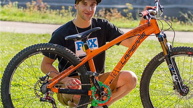 Biker Jakub Říha.