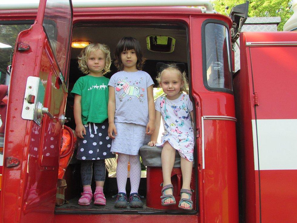 Mateřinku v Čimelicích navštívili hasiči.