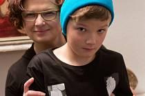DVOJICE. Malířka a restaurátorka Iva Petrová se synem Adamem.