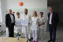 Porodnické oddělení písecké nemocnice získalo certifikát za vzorný přístup k rodičkám a ocenění za vzornou spolupráci na projektu PPP.
