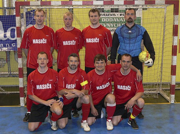 Tuto sobotu a neděli budou v písecké obloukové hale sehrány semifinálové zápasy play off okresního přeboru ve futsalu-FIFA. Mužstvo FC Hasiči (na snímku) se střetne s týmem FC Handball.