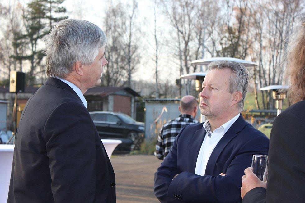 Setkání při příležitosti ukončení sanace území v areálu bývalé obalovny živičných směsí v Milevsku u rybníka Vášák.
