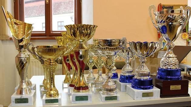 Poháry a ceny pro nejlepší sportovce.