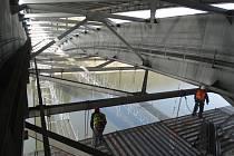 Práce na rekonstrukci Žďákovského mostu.