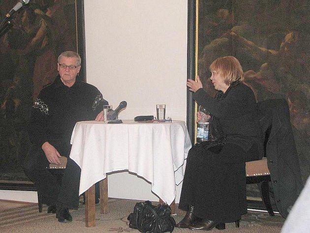 Večery v Latinské škole: Láďa Kerndl si povídá s moderátorkou Stanislavou Suchanovou.