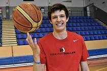 basketbalista Vít Krejčí ve strakonické sportovní hale.