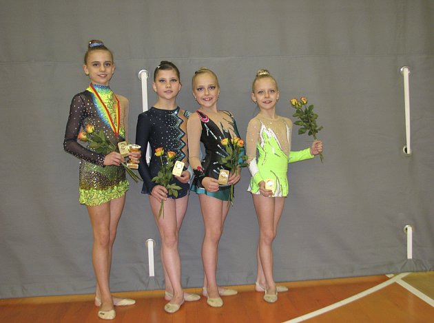 Na snímku jsou moderní gymnastky klubu RG Proactive Milevsko. Zleva stojí: Natálie Křížová, Natálie Kotašková,Tereza Kutišová a Sabina Kubíčková.
