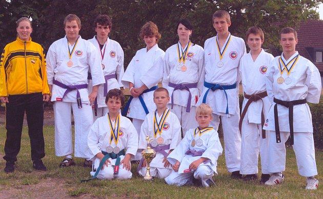 Karatisté Budó školy KK Písek (na snímku) přivezli ze Světového poháru ve Švédsku třináct medailí, což je o čtyři více než v minulém roce.
