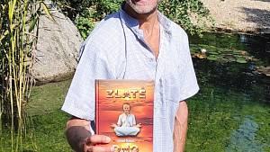 Josef Šálek z Písku vydal knihu Zlaté dno. Dozvíte se, jak přežil 66 dní v arabském vězení.
