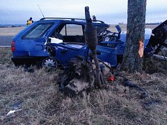 Na jihočeských silnicích vyhasl padesátý pátý život. U Milevska zemřel dvacetiletý řidič Škody Felicie, jeho sedmnáctiletý spolujezdec byl s vážným zraněním letecky transportován do nemocnice.