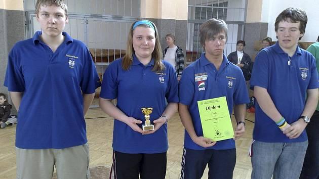 Na snímku z Plzně je vítězné družstvo SK Casting RT Písek. Zleva stojí: Jiří Marek, Kateřina Marková, Filip Hlaváč a Filip Humpál.