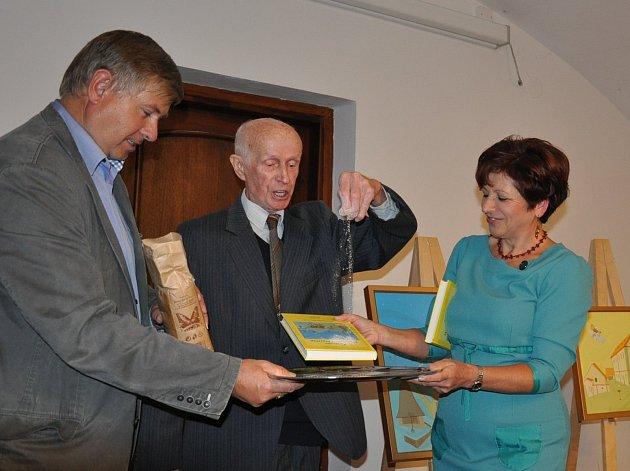 Křest knihy Jaroslavy Pixové Za osudy klapajících perliček