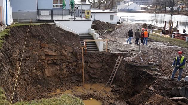 Rekonstrukce plovárny je v plném proudu.