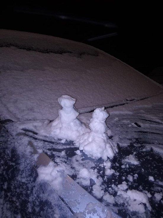 První sníh. Písek.