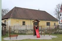 Bývalá fara v Heřmani, kde obec vybuduje komunitní centrum.