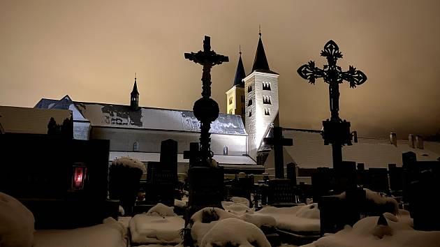 Krása Kláštera Milevsko vynikne i v noci.