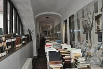 Chodby i některé expozice  Prácheňského muzea jsou plné knih. Ty se brzy vrátí na místo v muzejní knihovně.