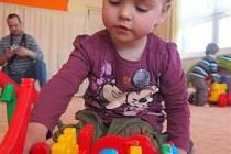 """V SEPEKOVSKÉ školce se ve čtvrtek konal zápis. Dorazila na něj se svými rodiči i dvouapůlletá Viktorie Pokorná ze Sepekova. """"Chtěli bychom, aby nastoupila v září,"""" podotkli její rodiče."""
