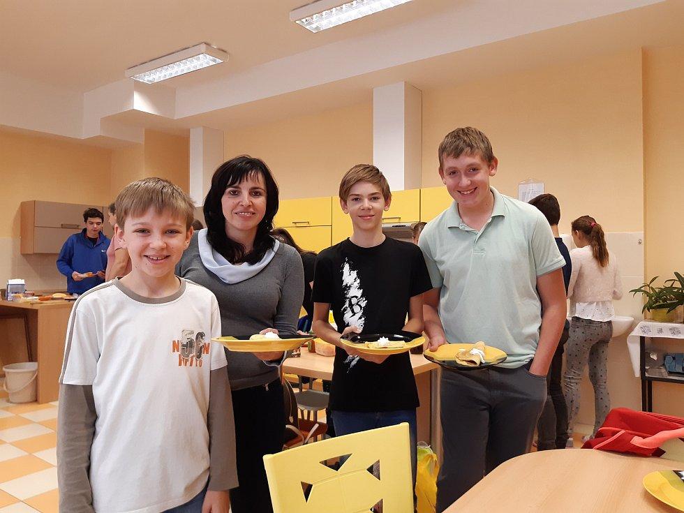 2. ZŠ J. A. Komenského v MIlevsku připravila náhradní program pro žáky v době stávky. Druhý stupeň měl vaření nebo  Den naruby, kdy byli žáci v roli učitele.