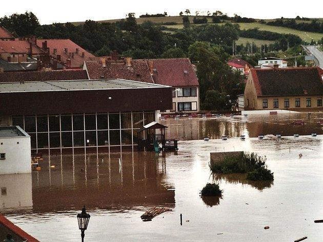 SRPEN  2002. Plavecký areál v Písku.