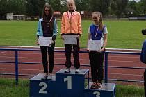 Na snímku je Julie Kotalíková na stupních vítězů.