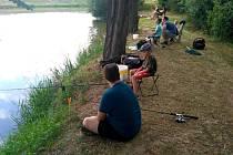 Dětské rybářské závody v Klukách.