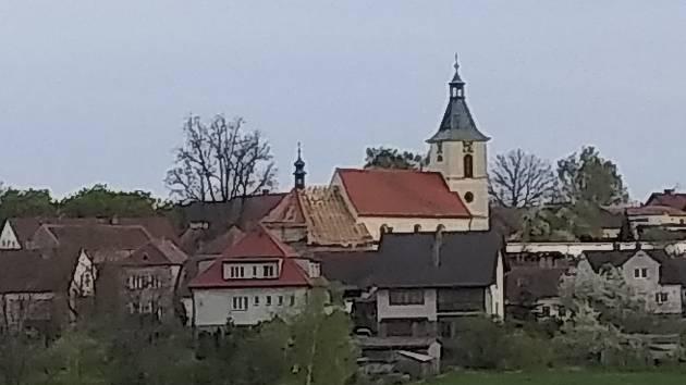 Kostel Všech svatých v Kovářově. Foto: Petra Baštýřová
