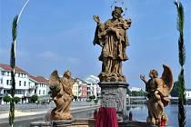 Socha sv. Jana Nepomuckého na Kamenném mostě v Písku.
