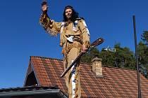 Indián Petr Šlechta pokřtil svou novou pušku.