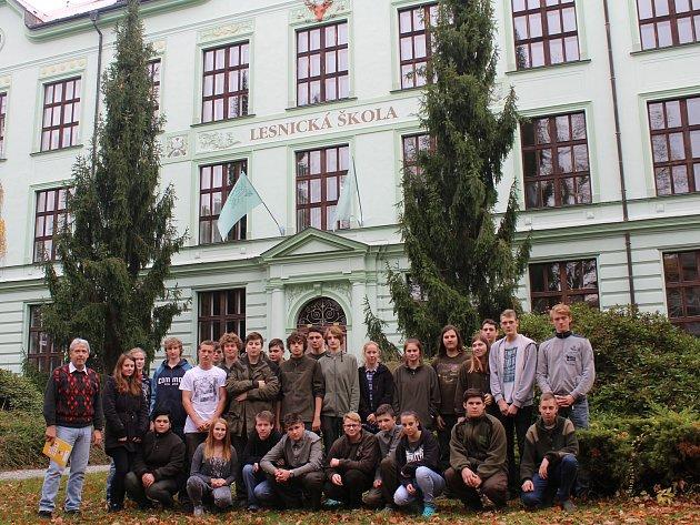 Studenti lesnické školy