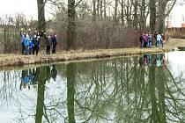Procházka kolem rybníků. Ilustrační foto.
