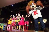 V kulturním centru v Sepekově se děti bavily se skupinou Čiperkové.