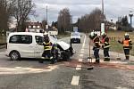 Při dopravní nehodě u Starého Sedla nedal pravděpodobně autobus přednost osobnímu autu. Celkem zraněné 4 lidé, 2 těžce a 2 lehce.