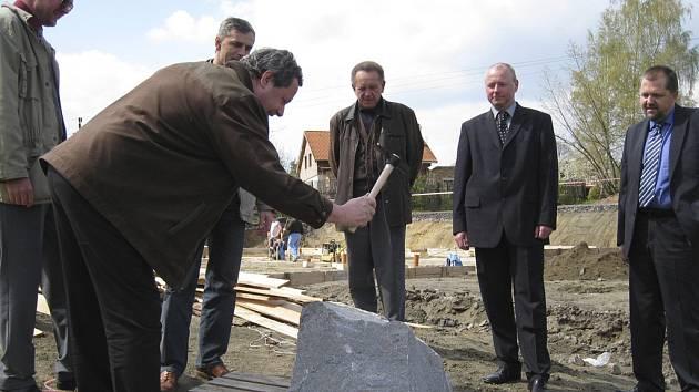 Poklep na základní kámen nové výrobní haly