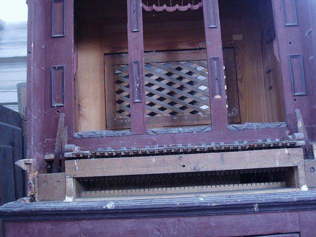 Varhany v kapli sv. Jana Nepomuckého v Horosedlech.