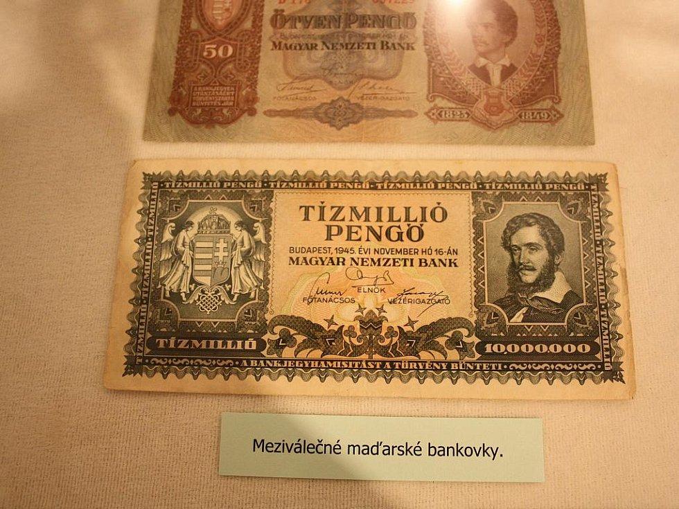 Groše, zlatky, koruny v Milevském muzeu.