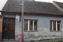 Jeden z domů v Sokolovské ulici.
