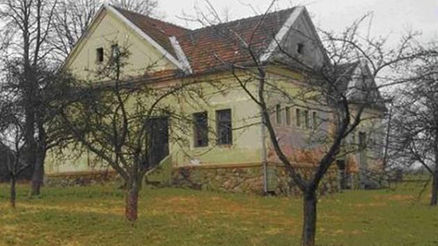 Budova bývalé školy v Rukávči u Milevska