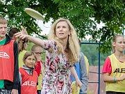 Ministryně školství, mládeže a tělovýchovy Kateřina Valachová společně s hokejistou Jaromírem Jágrem navštívila děti na letním táboře ve Štědroníně u Orlíku na Písecku.