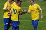 PÍSEK PORAZIL VIKTORII ŽIŽKOV NA PENALTY 1:0. Spoluhráči gratulují k proměněné penaltě Lukáši Šlehoferovi (vpravo).