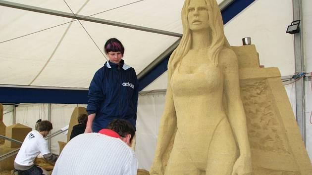 Návštěvníci Cipískoviště najdou na Pláži Titanik také populární Pamelu ze seriálu Pobřežní hlídka.