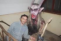 AUTOR. Aleš Kroupa, povoláním policista, vytvořil expozici Hravé peklo. Ta se oficiálně otevře v pátek.