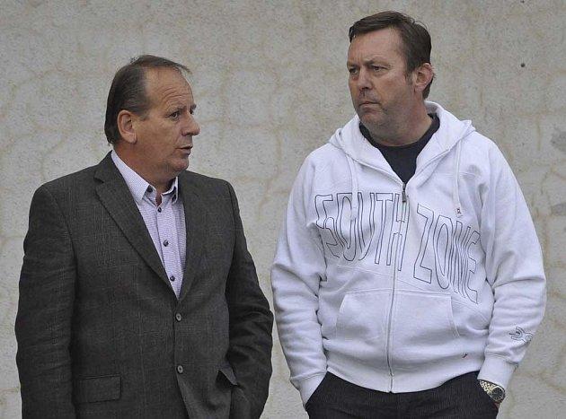 Na snímku jsou členové Výkonného výboru FC Písek Milan Nousek (vlevo) a Milan Švehla, oba zástupci firem, jež jsou hlavními partnery klubu.