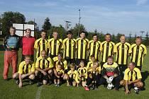 Na snímku je kompletní mužstvo Pavla Kápla (v horní řadě pátý zleva), které v benefičním utkání podlehlo výběru Jana Kollera  vysoko 3:10. Nejstarším hráčem týmu byl brankář Jaroslav Šmerda (nahoře zcela vlevo).