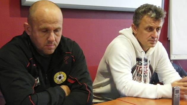 Skončený zápas III. fotbalové ligy Písek – Domažlice hodnotili trenéři mužstev: domácí Jaroslav Kostka (vlevo) a hostující Stanislav Purkart.
