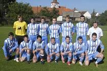 Fotbalisté FK Mirotice (na snímku) zvítězili v nedělním utkání okresního přeboru v Kovářově 2:1 a i nadále si udržují vedoucí postavení v tabulce soutěže.