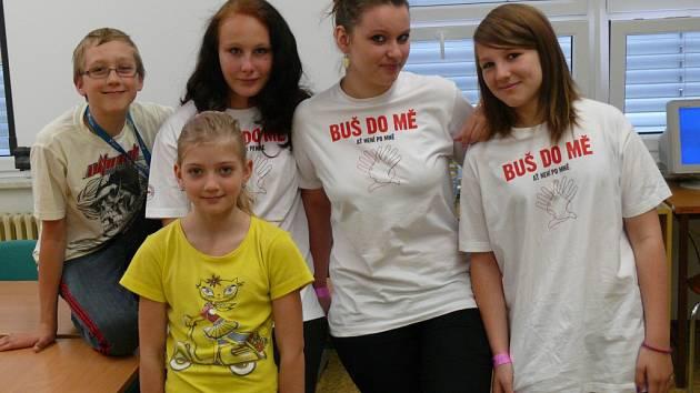 Honza a Kačka Sukovi, Tereza Kasalová, Lucie Smetáková a Martina Gherardi ze Základní školy J. K. Tyla Písek.
