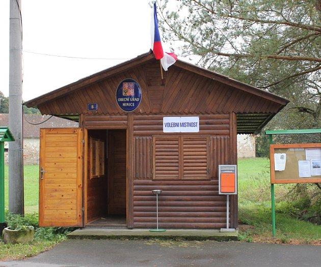 Volební místnost vMinicích.